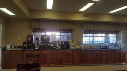 Breakfast Area | Sunday House Inn and Suites