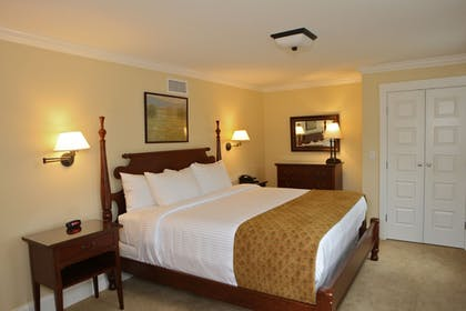 Guestroom | Publick House Historic Inn and Country Motor Lodge