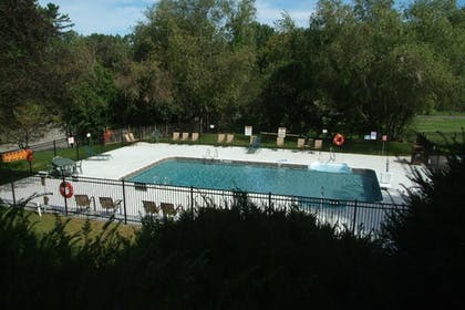 Outdoor Pool | Publick House Historic Inn and Country Motor Lodge