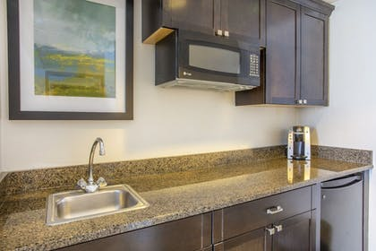 Guestroom | Holiday Inn Hotel & Suites Parsippany Fairfield