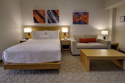 | Family Suite, 1 Bedroom | Delta Hotels by Marriott Chicago North Shore Suites