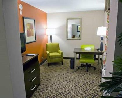 Living Area | Hampton Inn Evansville/Airport