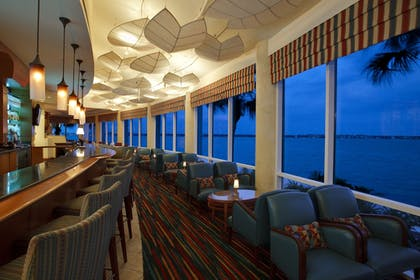 Hotel Bar | Clearwater Beach Marriott Suites on Sand Key