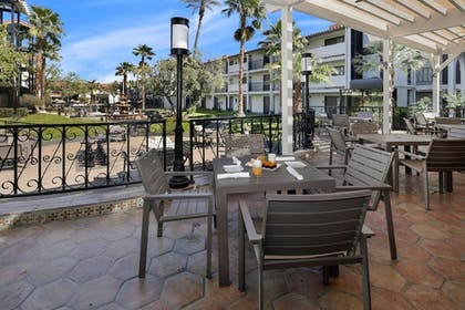Breakfast Area | Embassy Suites Hotel Palm Desert