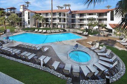 Outdoor Pool | Embassy Suites Hotel Palm Desert