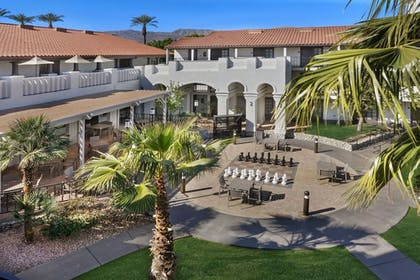 Property Grounds | Embassy Suites Hotel Palm Desert
