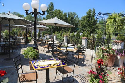 Terrace/Patio | Best Western Plus Fairfield Executive Inn