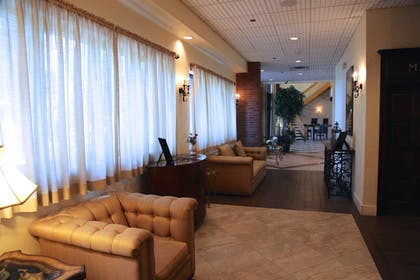 Lobby Sitting Area | Best Western Plus Fairfield Executive Inn