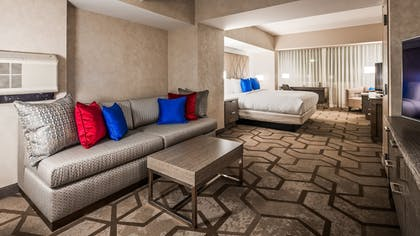 Living Area | DoubleTree by Hilton Bloomfield Hills Detroit