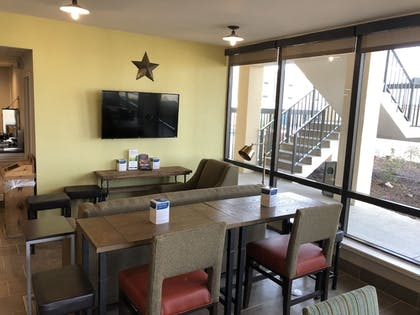 Lobby Sitting Area | The Cattle Baron's Quality Inn Hotel & Suites Ft Worth