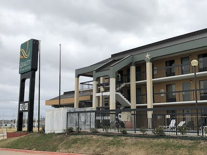 Exterior | The Cattle Baron's Quality Inn Hotel & Suites Ft Worth