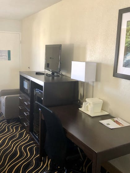 Guestroom | The Cattle Baron's Quality Inn Hotel & Suites Ft Worth