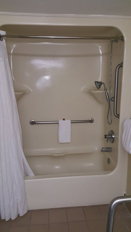 Bathroom Shower | Baymont by Wyndham Barstow Historic Route 66