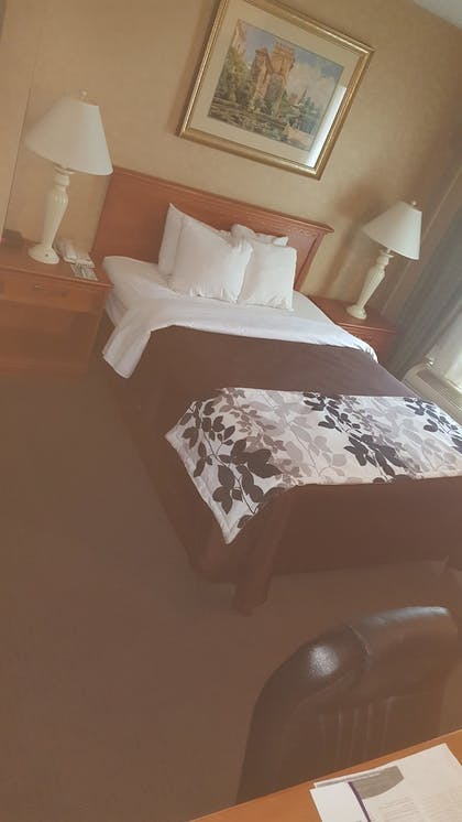 Guestroom | Baymont by Wyndham Barstow Historic Route 66