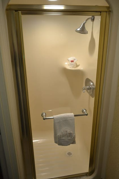 Bathroom | Baymont by Wyndham Barstow Historic Route 66