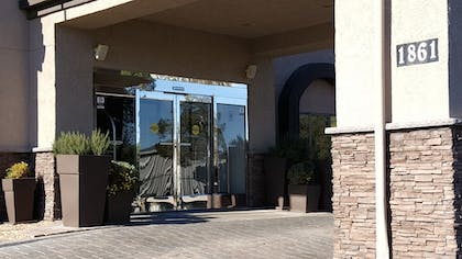 Hotel Entrance | Baymont by Wyndham Barstow Historic Route 66