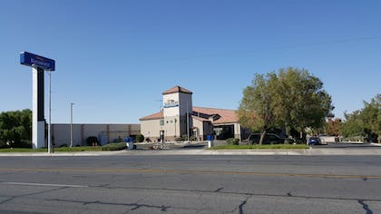 Hotel Front | Baymont by Wyndham Barstow Historic Route 66