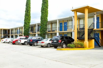 Parking | Executive Thibodaux New Orleans Hotel