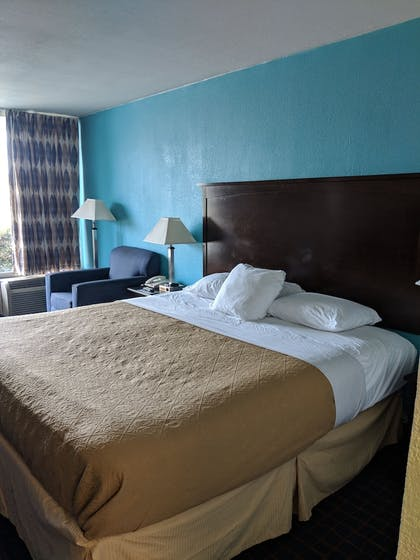 Guestroom | Executive Thibodaux New Orleans Hotel