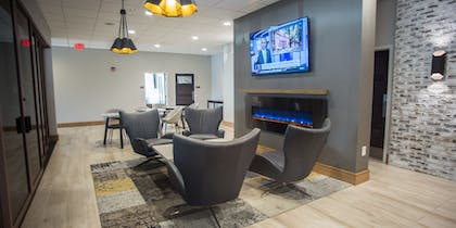 Lobby Sitting Area | The Rushmore Hotel & Suites, BW Premier Collection