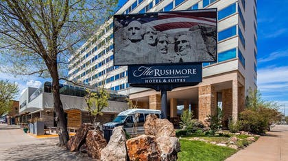 Exterior | The Rushmore Hotel & Suites, BW Premier Collection