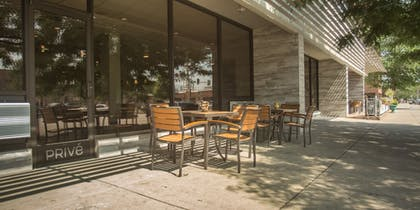 Outdoor Dining | The Rushmore Hotel & Suites, BW Premier Collection