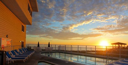Outdoor Pool | Pismo Lighthouse Suites