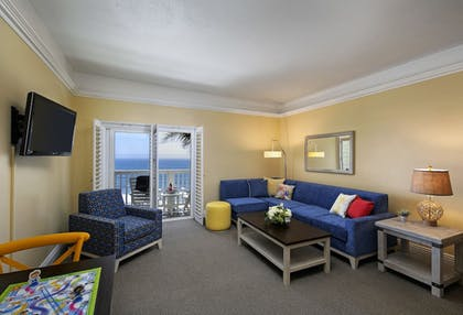 Living Area | Pismo Lighthouse Suites