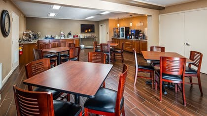 Breakfast Area | Best Western Shelbyville Lodge
