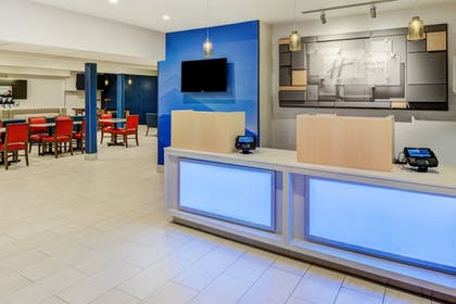 Hotel Interior | Holiday Inn Express Newberg - Wine Country