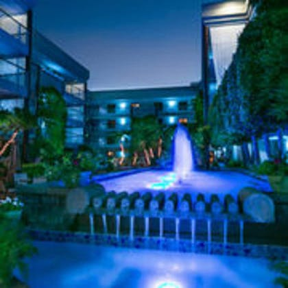 Outdoor Pool | Cupertino Hotel