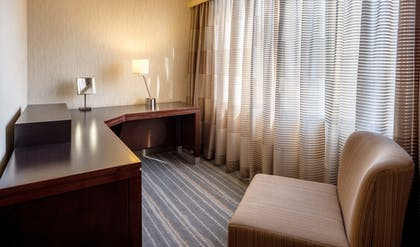 Guestroom | DoubleTree Suites by Hilton Minneapolis Downtown