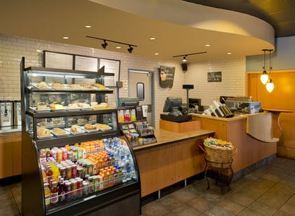 Cafe | DoubleTree Suites by Hilton Minneapolis Downtown