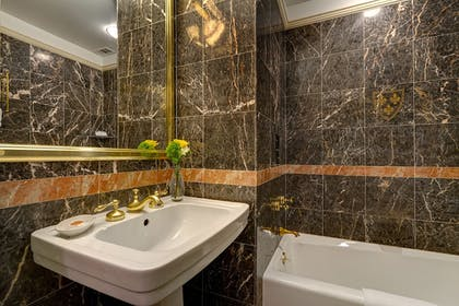 Bathroom | Hotel Elysee by Library Hotel Collection