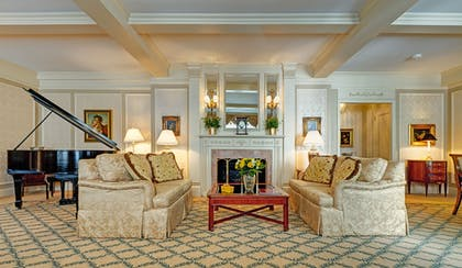 Living Area | Hotel Elysee by Library Hotel Collection