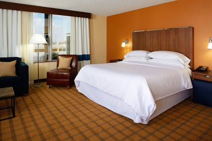 Guestroom | Four Points by Sheraton Huntsville Airport