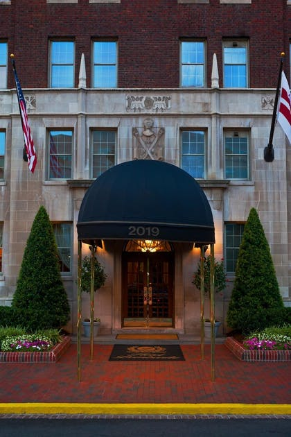 Exterior | Hotel Lombardy