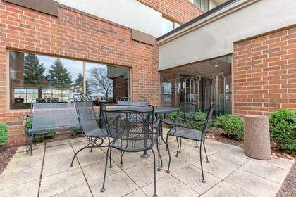 Terrace/Patio | Holiday Inn Express Chicago-Downers Grove