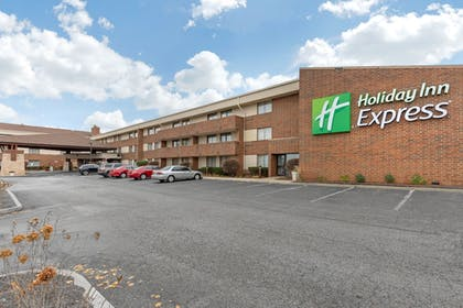 Property Grounds | Holiday Inn Express Chicago-Downers Grove