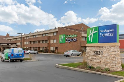 Exterior | Holiday Inn Express Chicago-Downers Grove
