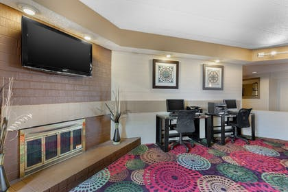 Lobby Sitting Area | Holiday Inn Express Chicago-Downers Grove