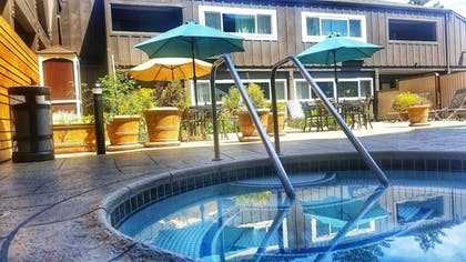 Outdoor Spa Tub | Best Western Plus Inn At The Vines