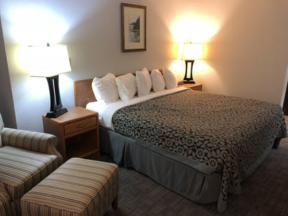 Guestroom | Days Inn by Wyndham Iron Mountain