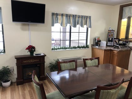 Breakfast Area | Days Inn by Wyndham Iron Mountain