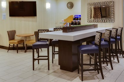 Restaurant | Holiday Inn Express Hotel and Suites Laurel