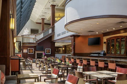 Hotel Bar | Crowne Plaza Dallas Near Galleria-Addison