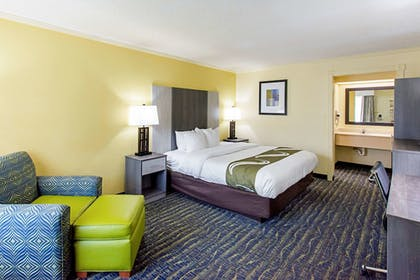 Guestroom   Quality Inn And Suites Civic