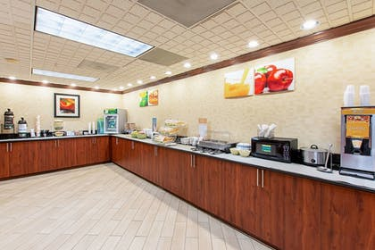 Breakfast Area   Quality Inn And Suites Civic