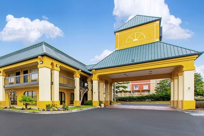 Exterior   Quality Inn And Suites Civic