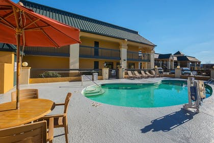 Pool   Quality Inn And Suites Civic